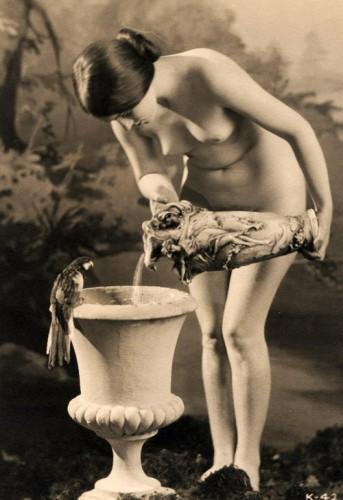 olive ann alcorn,nu,érotisme,photographie,charlie chaplin,belle époque,canon de beauté,mode,thigh gap,pro ana